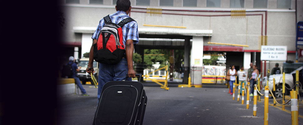 Colombians deported from Venezuela: This is their double tragedy