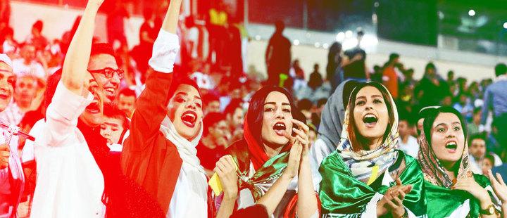 ¡Bienvenidas mujeres iraníes a los estadios de fútbol!