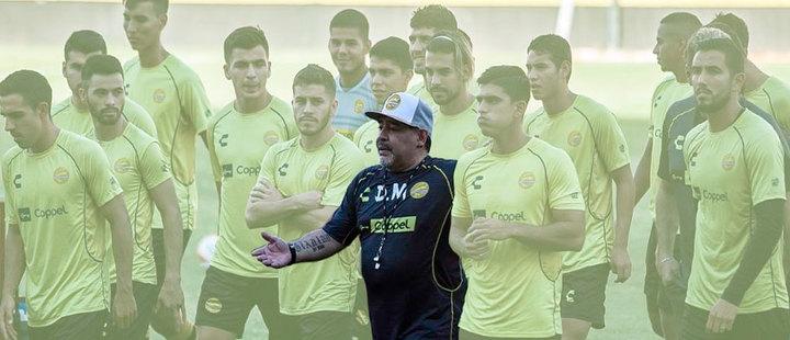 Maradona: de polémico ex futbolista a entrenador exitoso