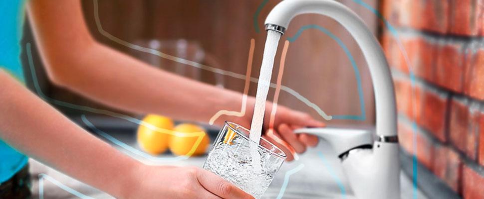 Dile sí al agua de la llave y otros 7 tips para evitar el plástico