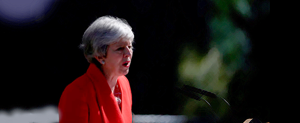 Theresa May renuncia a su cargo