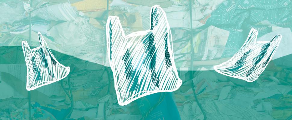 3 bolsas de plástico volando, de fondo una pila de basura amarrada con cables