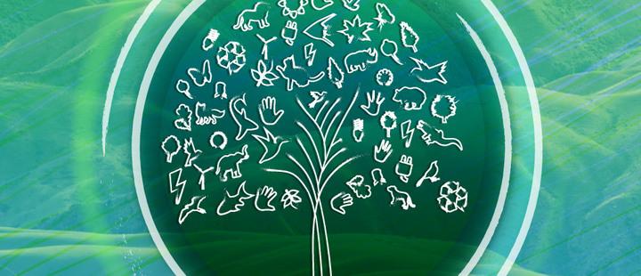 Árbol creado a partir de elementos del medio ambiente