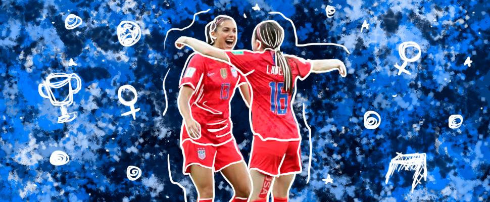 Alex Morgan y Rose Lavelle usando el uniforme de la selección femenina de Estados Unidos