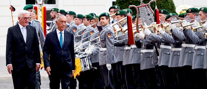 The president of Germany, Frank-Walter Steinmeier, receives his Portuguese counterpart, Marcelo Rebelo de Sousa