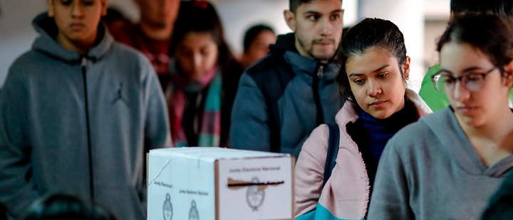 People line up to vote on Sunday in Buenos Aires (Argentina).
