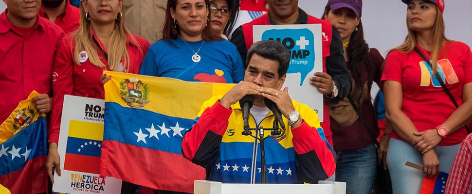 El gobernador venezolano, Nicolás Maduro, encabeza una manifestación contra las medidas del presidente de Estados Unidos