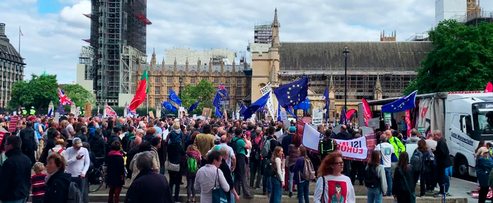 Pro and anti-Brexit protesters collide in Parliament Square