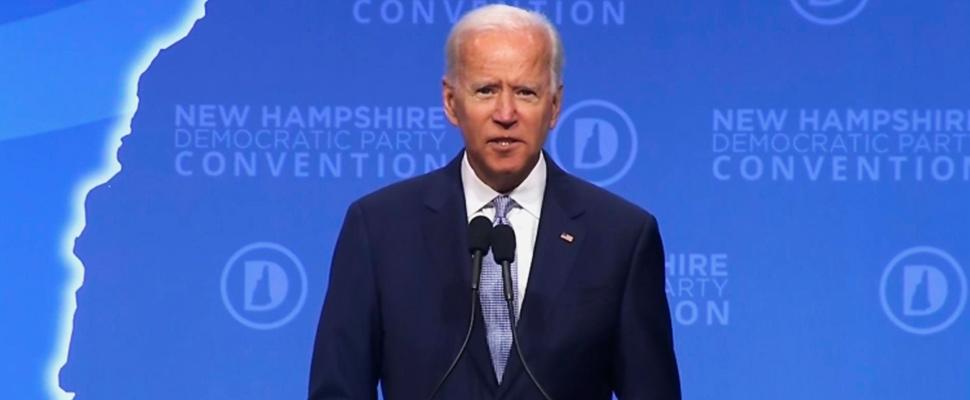 El vicepresidente y candidato presidencial democrático Joe Biden participa en un foro en New Hampshire.
