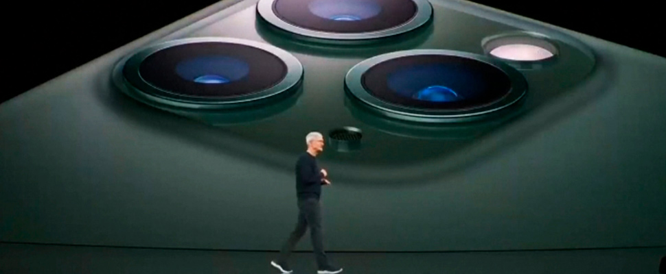 Apple president Tim Cook announces the triple camera of the iPhone 11 Pro during his presentation in Cupertino