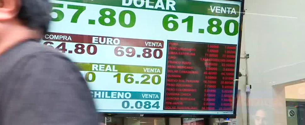 Pantalla con valores de cambio de moneda en Argentina