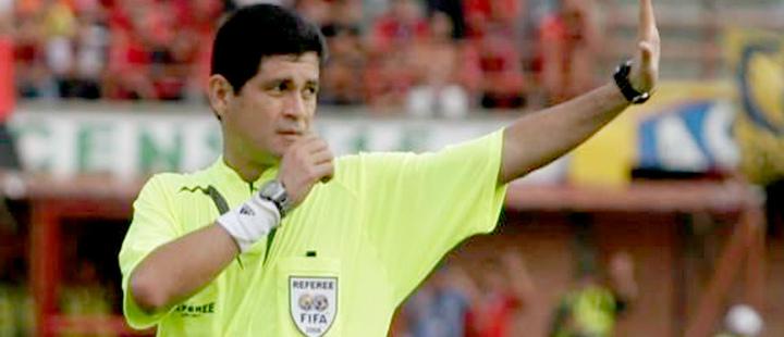 Colombian referee, Óscar Julián Ruíz.