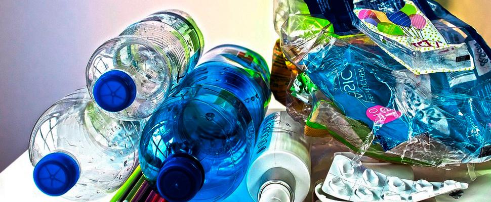 Residuos de productos hechos con plástico.