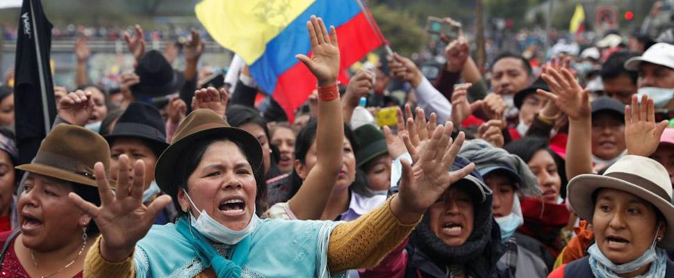Indígenas en jornadas de protestas en Ecuador.