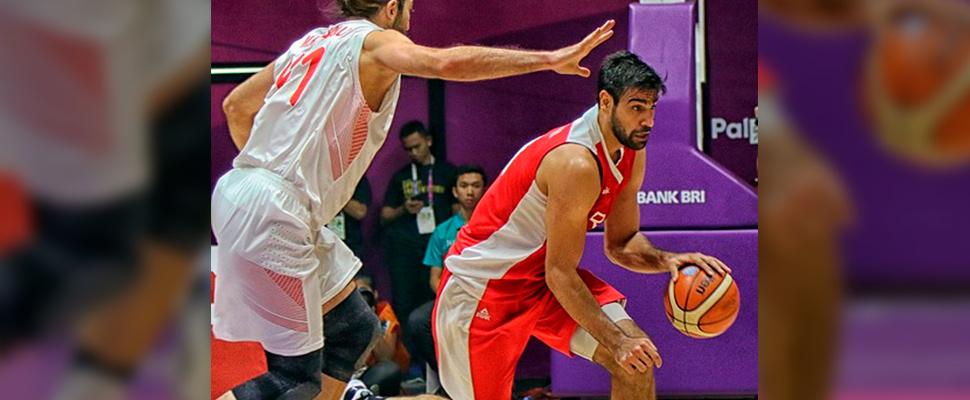 Jugadores en un partido de baloncesto.