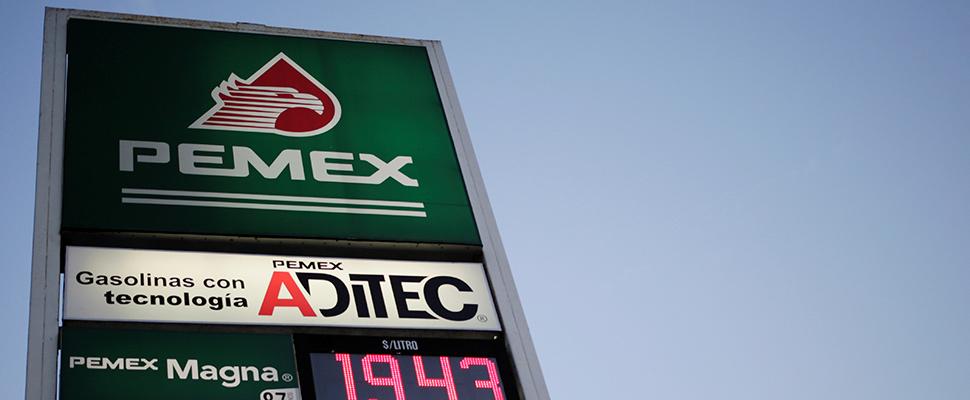 Tablero de precios de la marca PEMEX.
