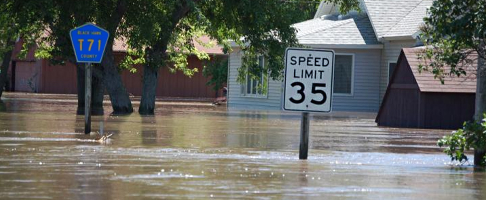 Flooding level shown against a speed limit sign in Finchfield, IA.