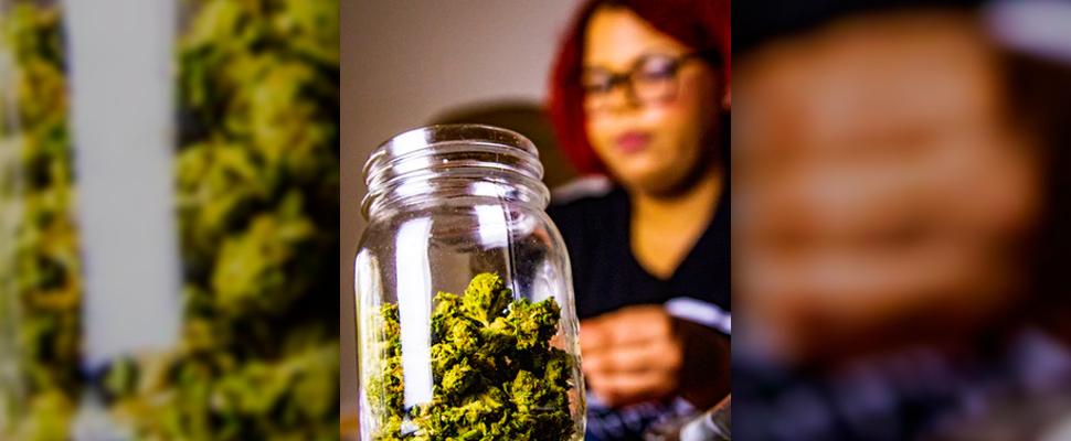 Mujeres australianas usan cannabis para tratar la endometriosis