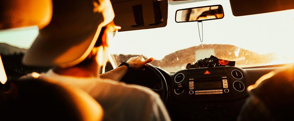 Escuchar música mientras conduces reduce el estrés cardíaco