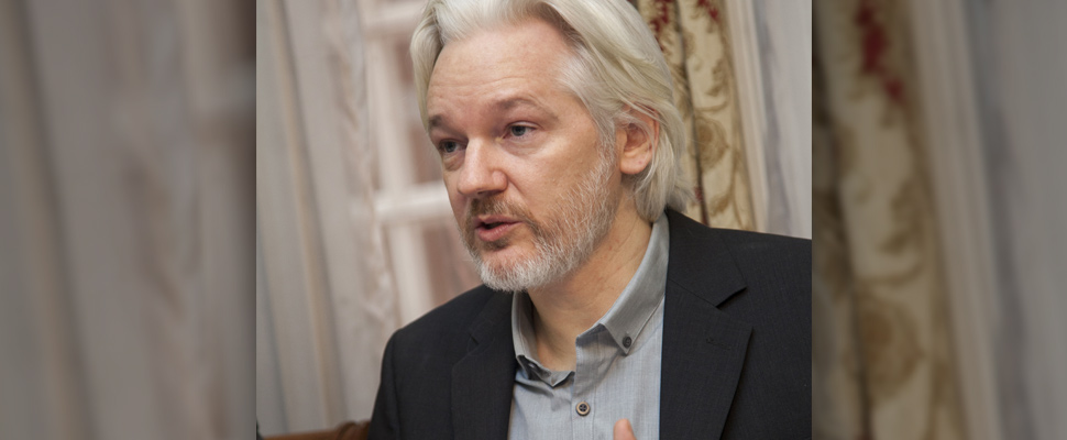 Un cargo menos para Julian Assange