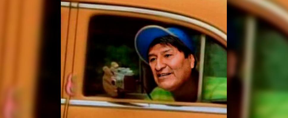 Meme tras la llegada de Evo Morales a México.