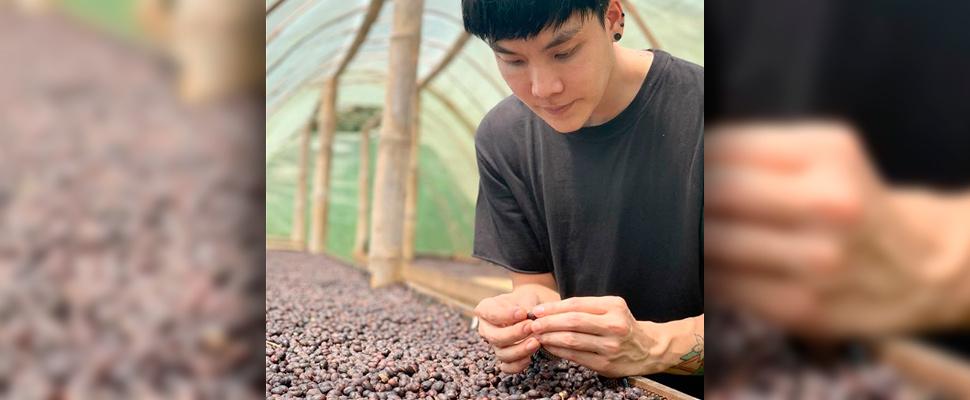 Campeón Mundial de Arte Latte usa café colombiano en sus cafeterías en Asia