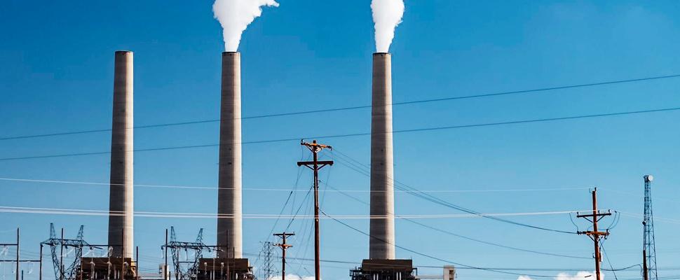 Plantas de energía que emiten CO2.