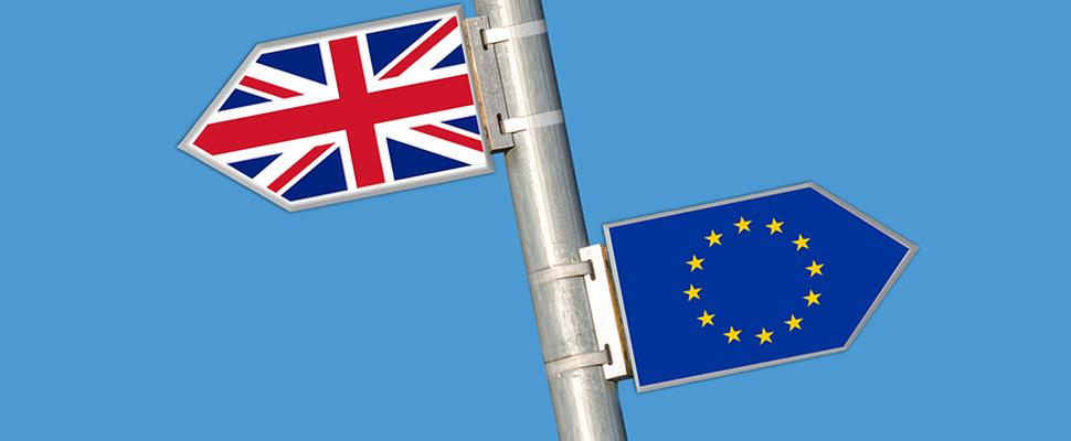 Banderas de Reino Unido y la Unión Europea.