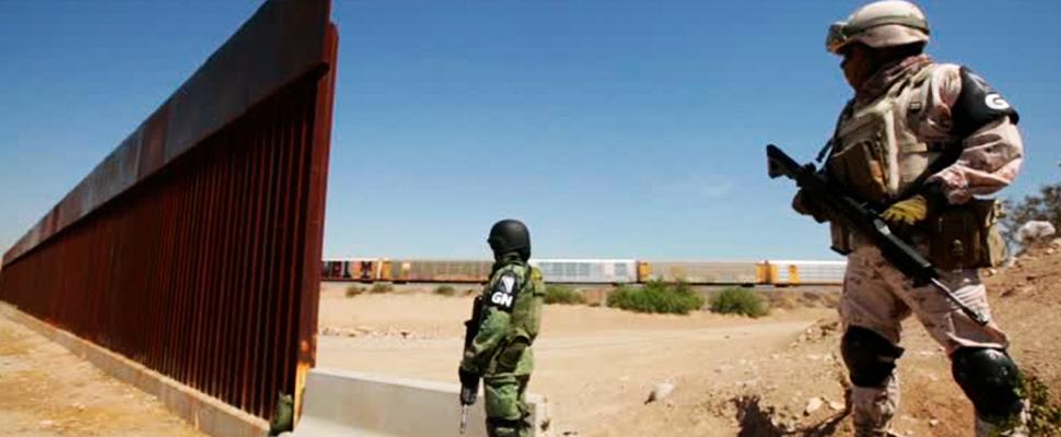 Guardias de seguridad en la frontera entre Estados Unidos y México.
