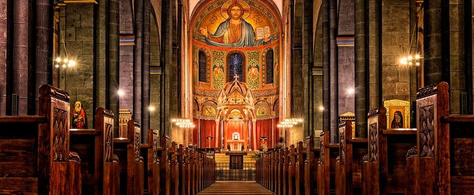 Vista interior de la Abadía de Santa Maria Laach en Alemania.