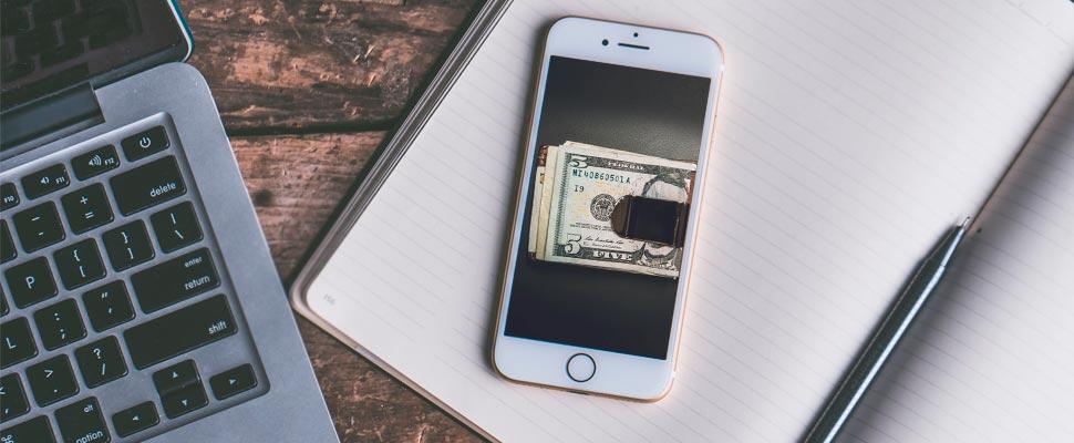 Celular mostrando una billetera con dinero.