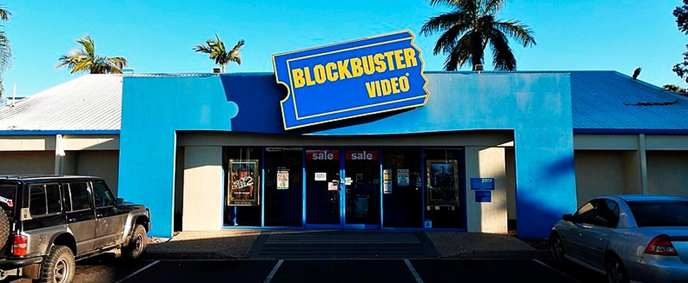 Entrada a la tienda local de videos Blockbuster.