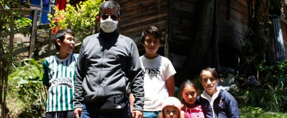 Alexander Hueso delivering aid to vulnerable families