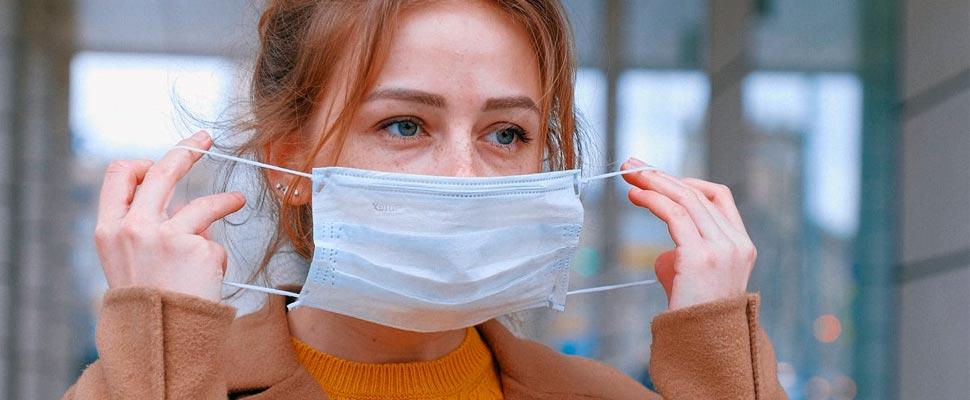 Mujer, llevando, máscara médica