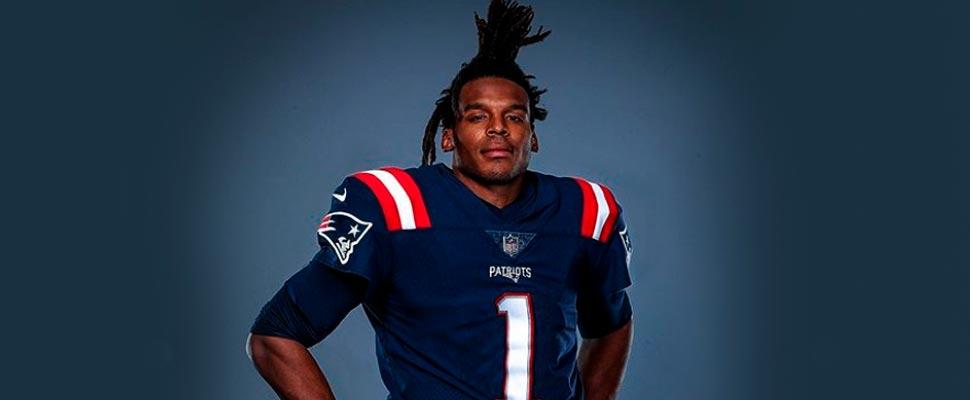 Cameron Newton usando el uniforme de los New England Patriots