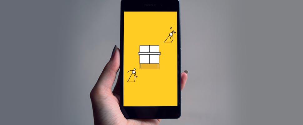 Mano sosteniendo un celular con el juego 'I'm Ping Pong King'