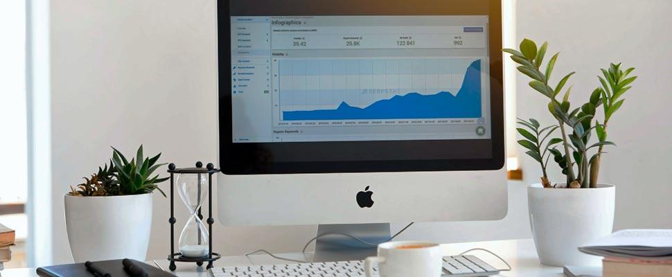 Silver Mac mostrando la página de inicio de Twitter