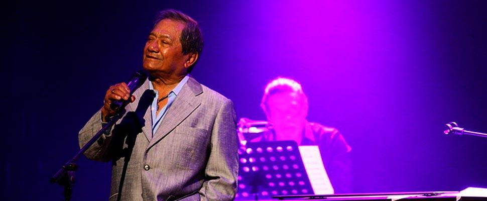 Armando Manzanero durante un concierto