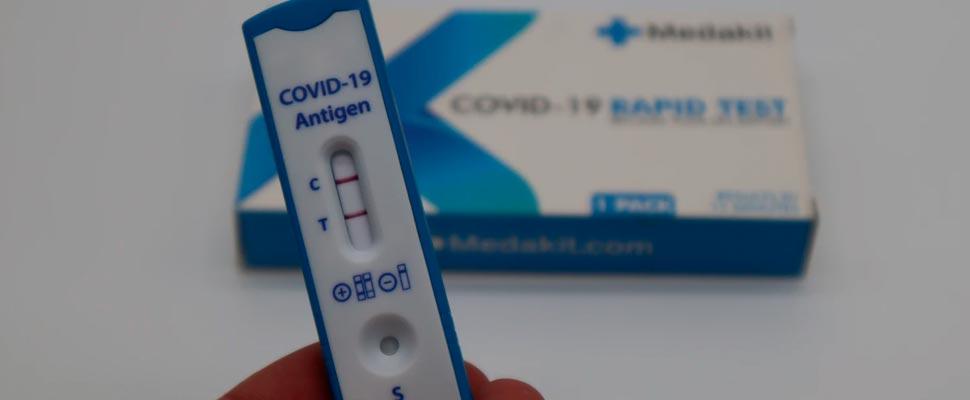 COVID-19: Pruebas caseras podrían prevenir infecciones y reducir las muertes a un costo justificable
