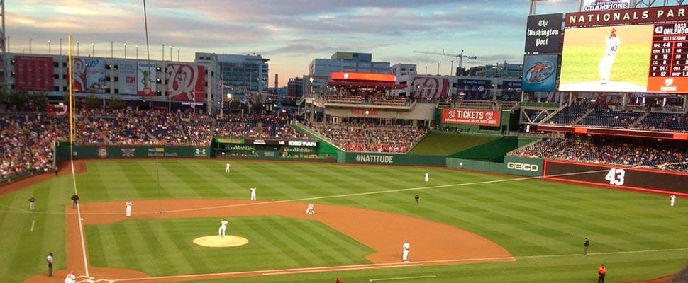 Estadio de béisbol con público