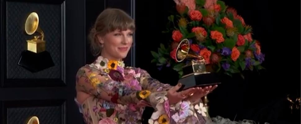 Taylor Swift with her 2021 Grammys accolade