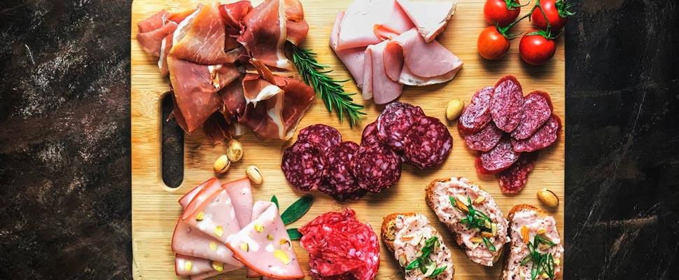 Comer carne procesada podría aumentar el riesgo de demencia