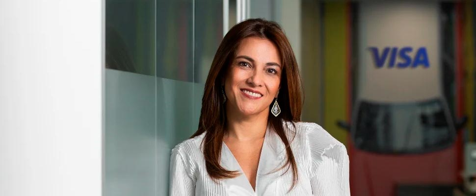 Adriana Cárdenas, Managing One of the Ten Best Credit Cards