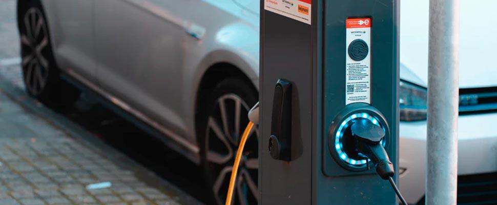 ¿Qué países de América Latina han promovido el uso de autos eléctricos?