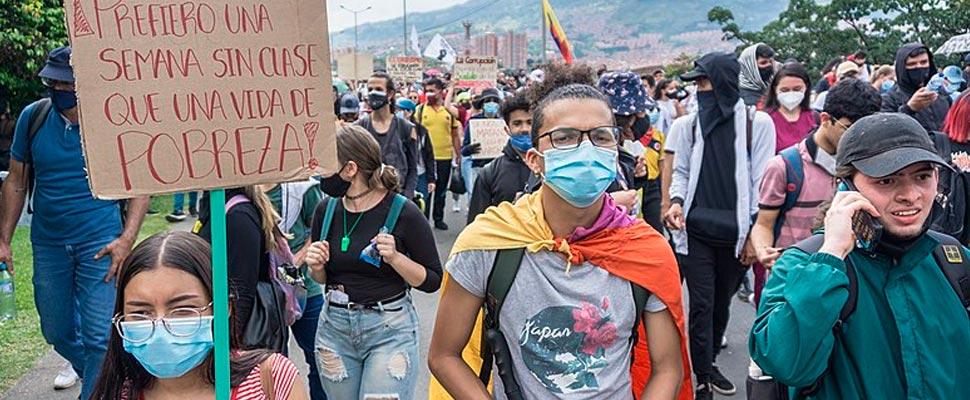 Manifestantes en las marchas del paro nacional en Colombia
