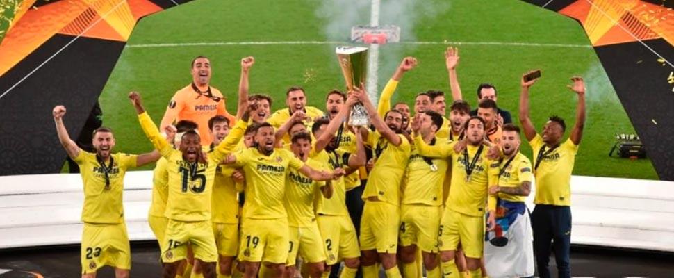 Villarreal team players after winning the 2021 Europa League