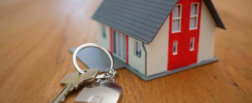 Figura de una casa con unas llaves