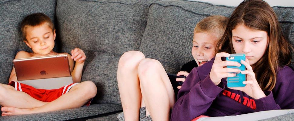 Children with smartphones