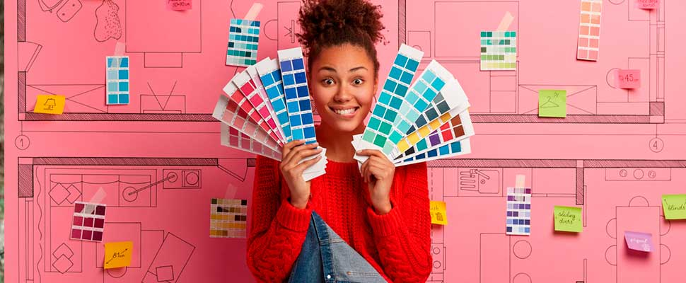 Woman holding a pallet of colors