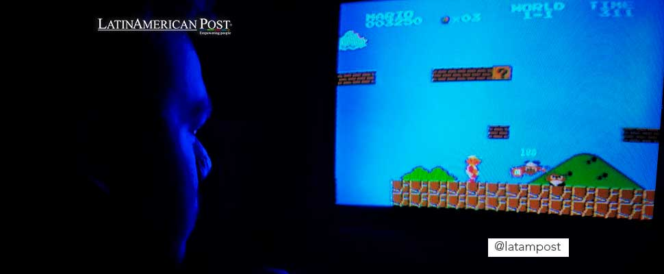 Person playing Super Mario Bros.